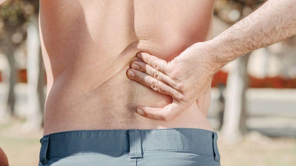 dores nas costas de quem utiliza prótese